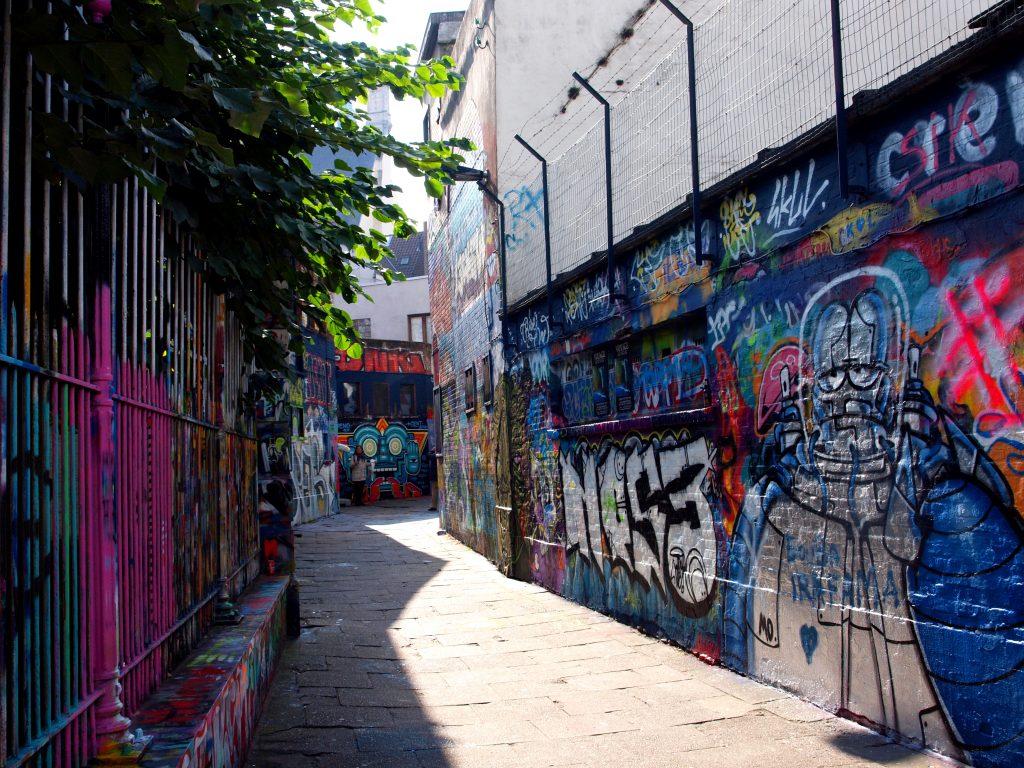 Callejón-de-los-Grafitis104-1024x768 4 días en Gante y Brujas. Día 2: Free tour por Gante Free Tours Viajes