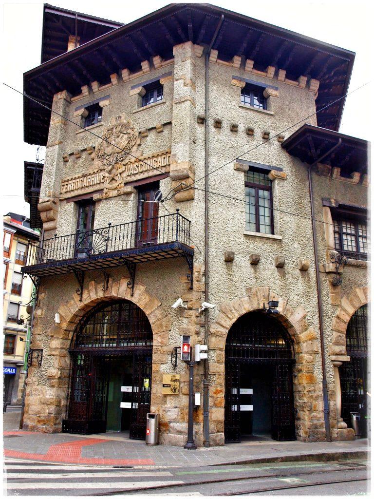 P2118819-01-768x1024 Turisteando por Bilbao Rincones