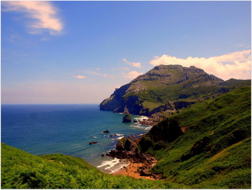 playa-San-Julian818-1024x770 7 Lugares que visitar en Cantabria Rincones