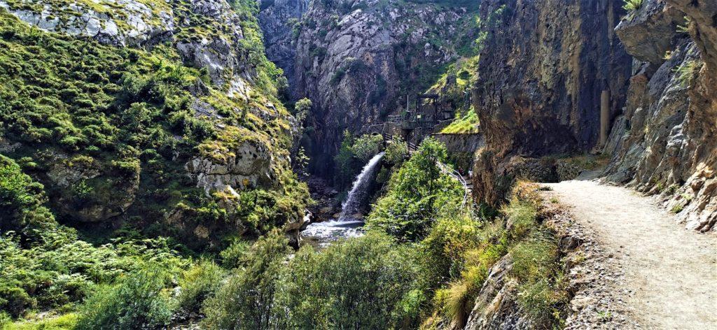 23Cain-Ruta-del-Cares120-1-1024x472 3 días de ruta por Riaño y el Valle de Valdeon Viajes